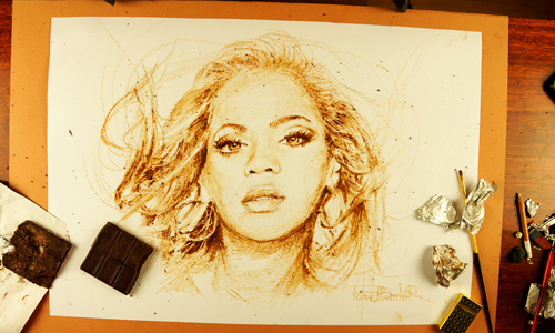 Процесс рисования портрета из темного шоколада