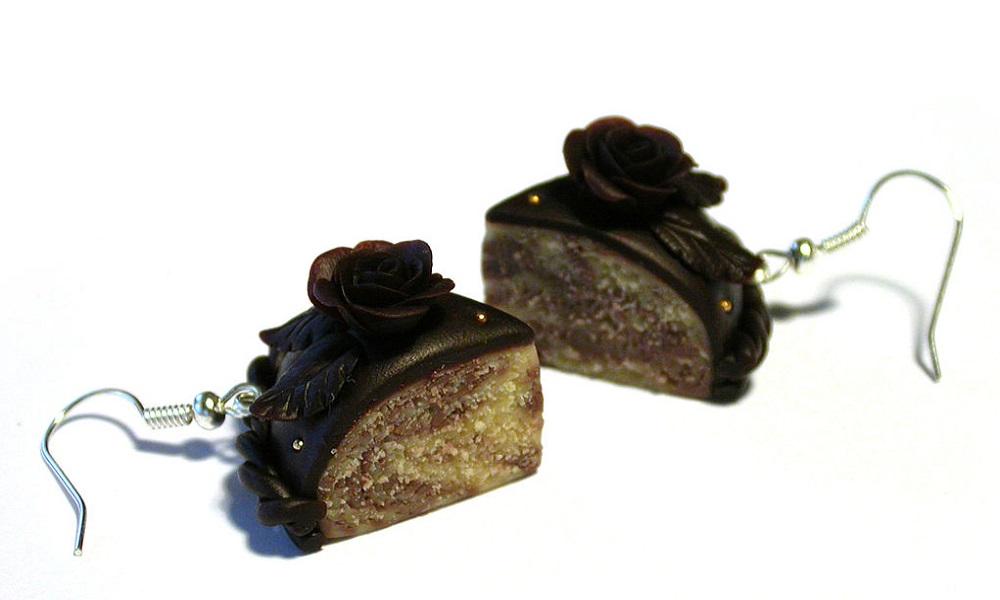 Шоколадные украшения на торте