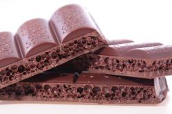 Пористый темный шоколад