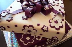 Шоколадный бант на торт