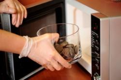 Помещение шоколада в микроволновку