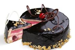 Вишневый торт с шоколадной глазурью