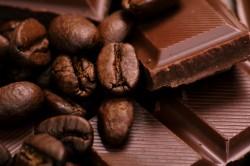 Плитка темного шоколада для приготовления десерта