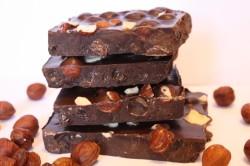 Шоколад ручной работы с цельным орехом