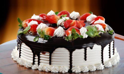 Вкусный торт с шоколадной глазурью