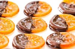 Карамелизированные апельсины в горьком шоколаде