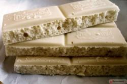 Плитка белого пористого шоколада
