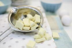 Растапливание белого шоколада