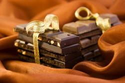 Горький шоколад с орехами