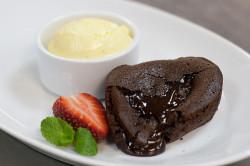 Кекс с шоколадной начинкой