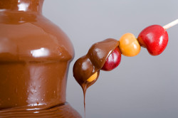 Использование фруктов для шоколадного фонтана
