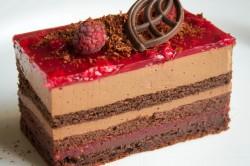 Малиново-шоколадное пирожное