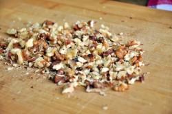 Рубленные орехи для шоколадного рулета