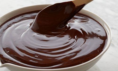 Приготовление глазури из сливок и шоколада