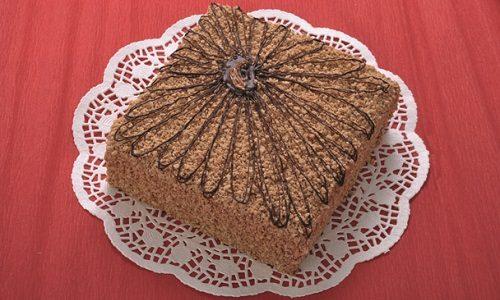 Торт медово-шоколадный с орехами своими руками