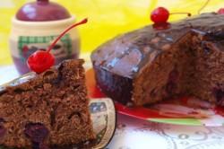 Постный вишневый кекс с шоколадом