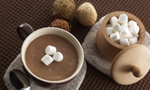 Горячий шоколад со сливками и маршмеллоу