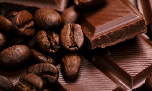 Плитка темного горького шоколада