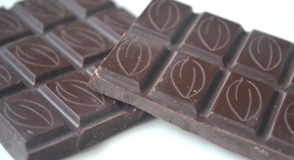 Белый налёт на шоколаде и конфетах: что это?
