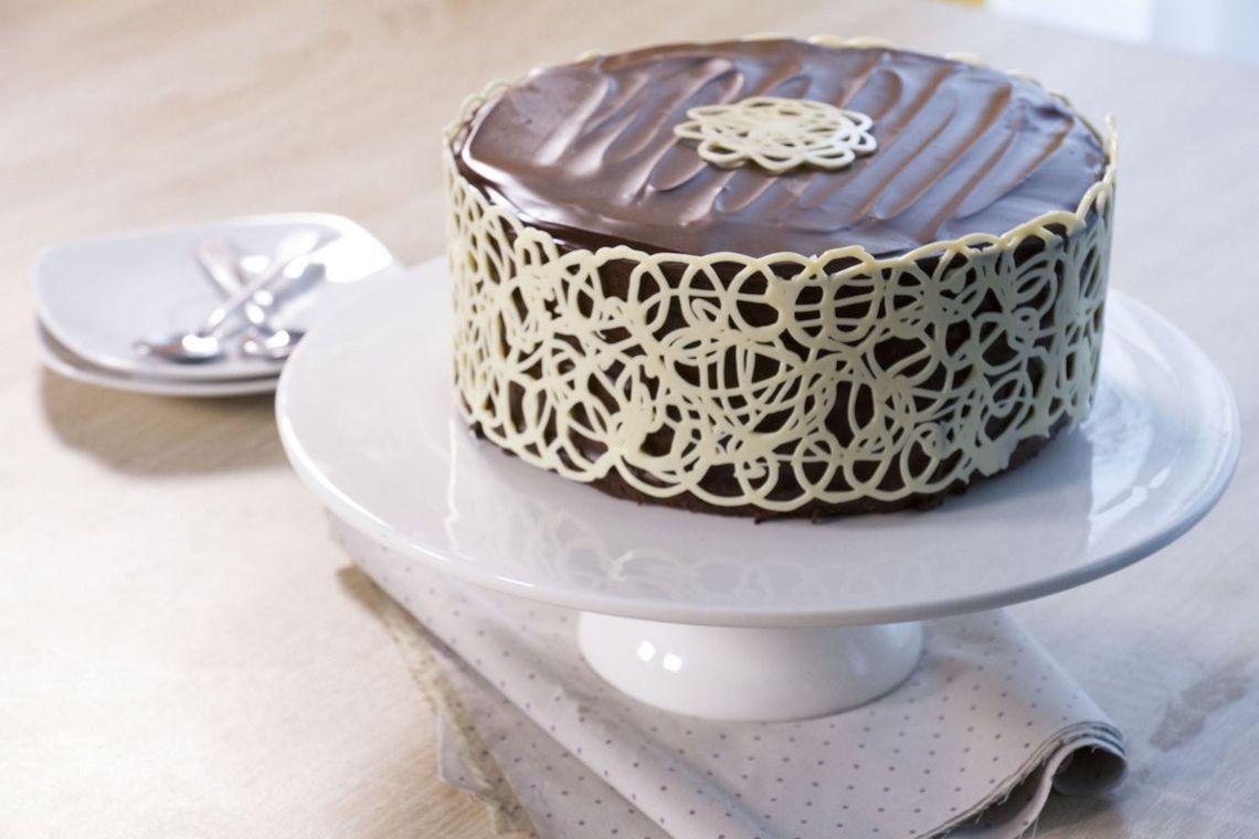 Узоры на шоколадном торте