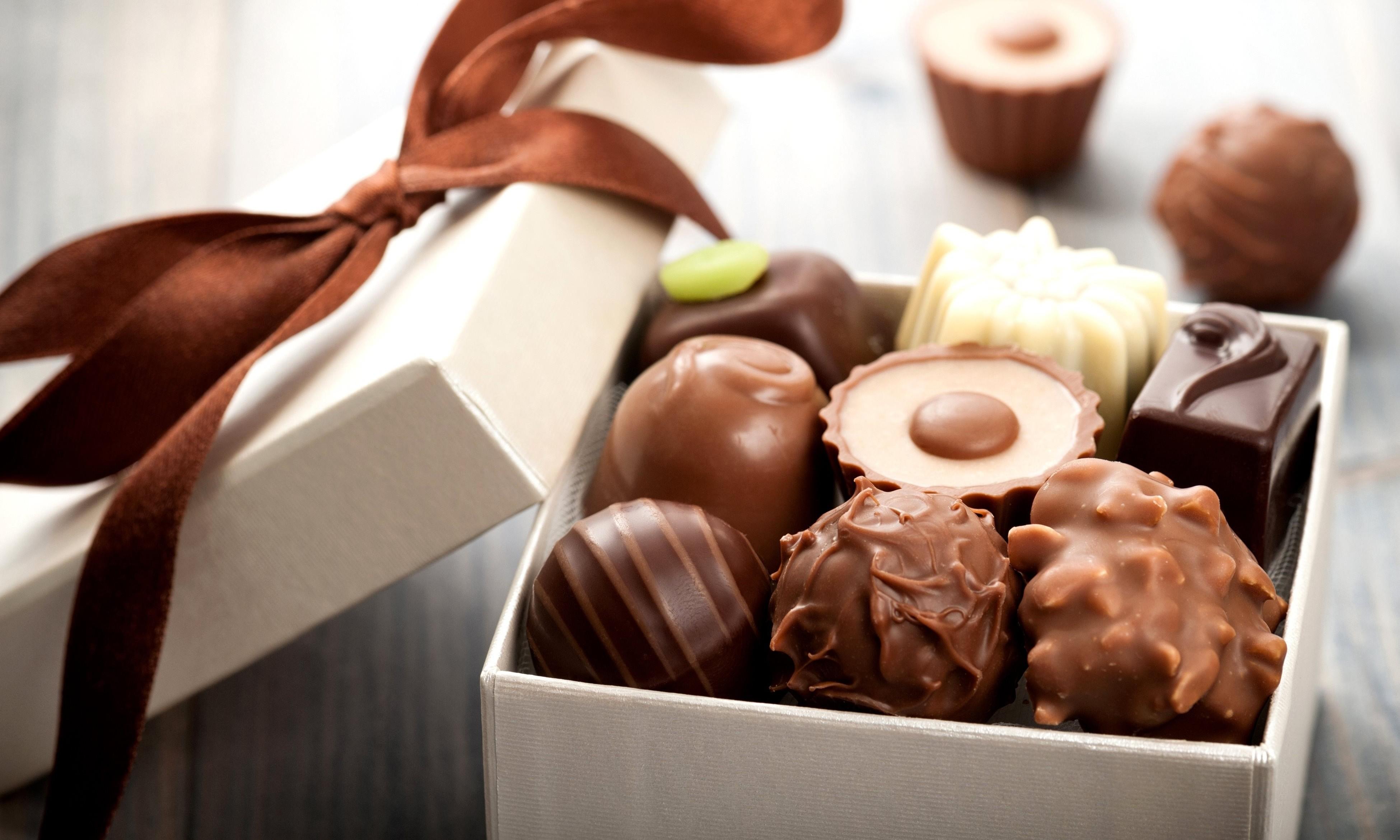 Разнообразие шоколадных конфет
