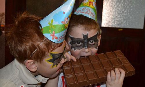 Огромная плитка шоколада