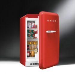 красный холодильник Smeg